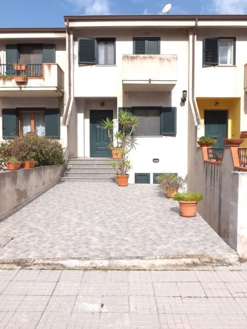 Agenzia immobiliare minvicase for Piani garage separati con posto auto coperto